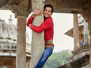 Here's what went into making Ishaan Khatter's 'red shirt' look in Dhadak