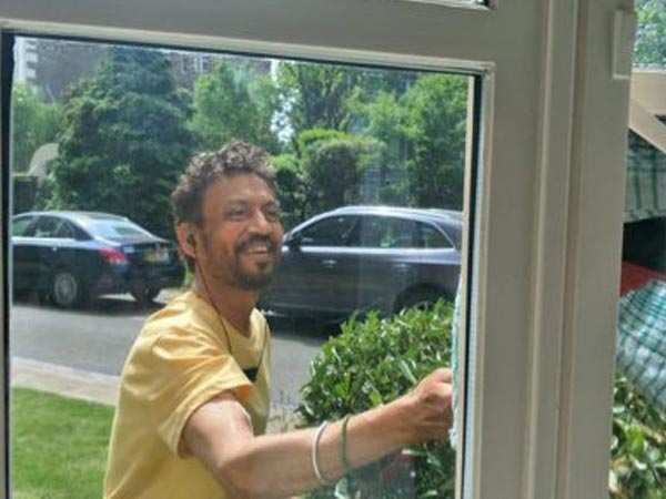 Irrfan Khan is battling his illness with a smile and this picture is proof
