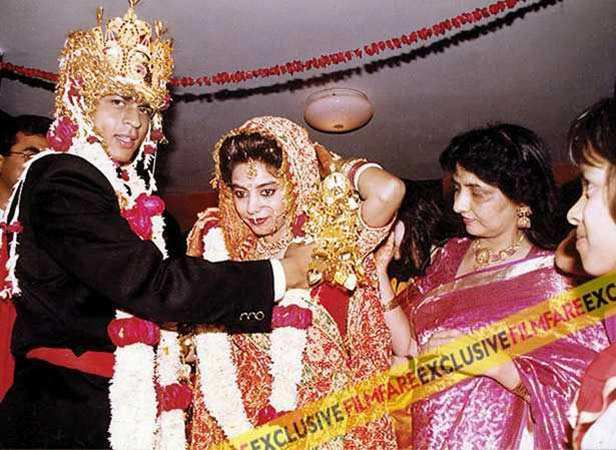 Shah Rukh married Gauri Chibber on October 25, 1991, in a traditional Hindu ceremony. While SRK looks handsome in a pagdi here, Gauri looks like the perfect bride in all her wedding finery. Truly a memorable moment for the actor. According to Khan, while he strongly believes in Islam, he also values his wife's religion