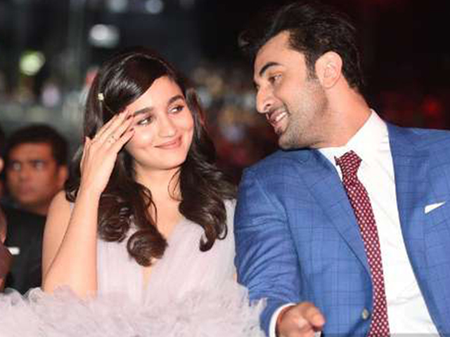 Did Ranbir Kapoor officially ask out Alia Bhatt on New Year's eve?