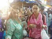 Sara Ali Khan and Amrita Singh go street shopping in Hyderabad