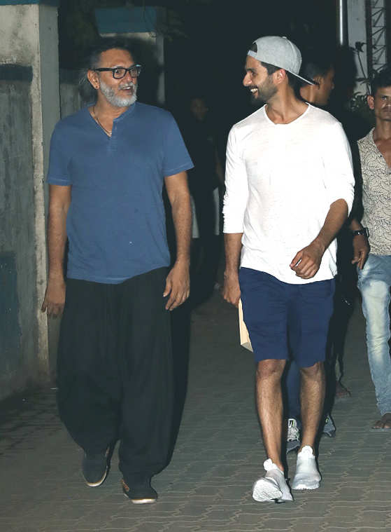 Shahid Kapoor snapped at director Rakeysh Omprakash Mehra's office