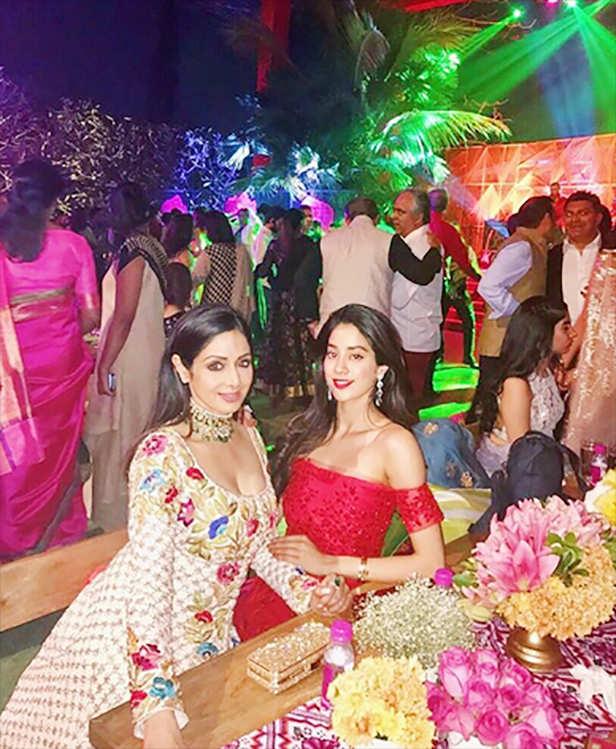 Sonam Kapoor, Janhvi Kapoor
