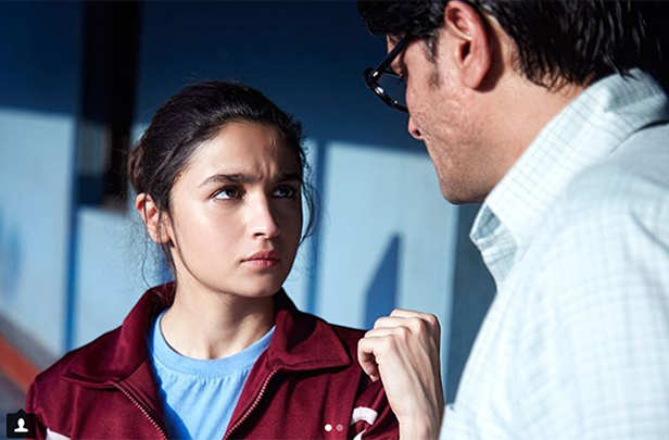Alia Bhatt starrer Raazi's trailer to be attached to October