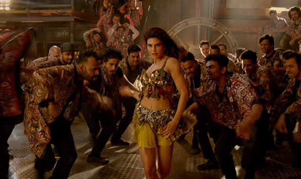 After all the wait, the famous Madhuri Dixit song of the 80's Ek Do Teen is here to top the charts once again. The revamped version of the original Tezaab song features the very hot Jacqueline Fernandez who brings  oomph to the song. Sung by Shreya Ghoshal,the song is finally out. Ek Do Teen also features Prateik Babbar shaking a leg with Jacqueline in the song.