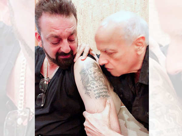 Sanjay Dutt and Mahesh Bhatt share a precious moment on the sets of Sadak 2