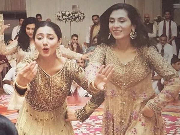 Mahira Khan Dancing During Her Best Friend S Wedding Has Got Us Too Excited