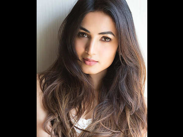 Sonal Chauhan writes an open letter for all the young girls out there