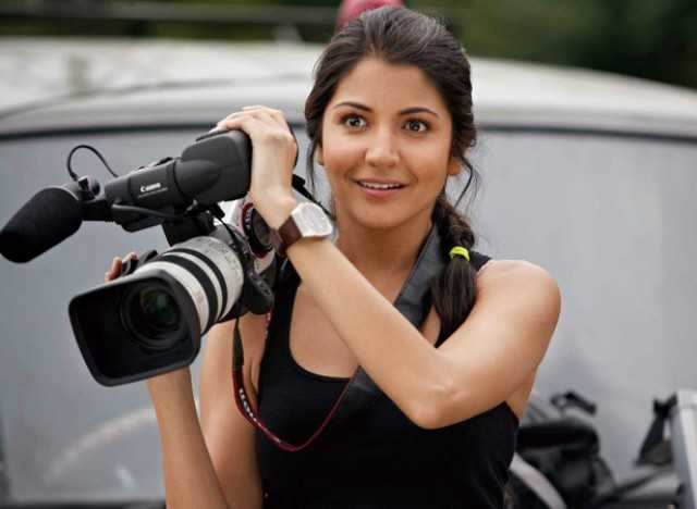 Fanfare to fame      Despite her big debut, Anushka Sharma really made us sit up and take notice of her in Band Baaja Baaraat (2010). Paired opposite then debutant Ranveer Singh, Anushka played the firecracker Shruti Kakkar, a girl with big dreams and even bigger guts to see them through. A Dilli girl to the hilt in her potrayal, she balanced the spunk, the elaborate song sequences and the weighty conflict scenes with ease.