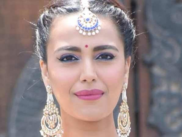 Swara Bhaskar suffers a major set back due to a slipped disc