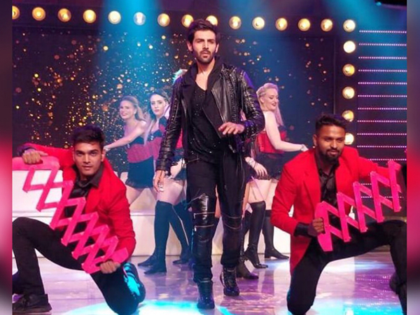 The ceremony was kicked off by Kartik Aaryan's thumping performance to some of his hits.