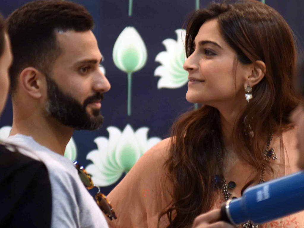 This picture of Sonam Kapoor and Anand Ahuja will surely melt your hearts!