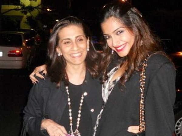 Sunita Kapoor's sweet gesture for paparazzi ahead of Sonam Kapoor' wedding