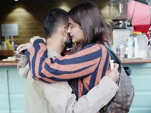 Anand Ahuja's latest picture with Sonam Kapoor is too romantic for words