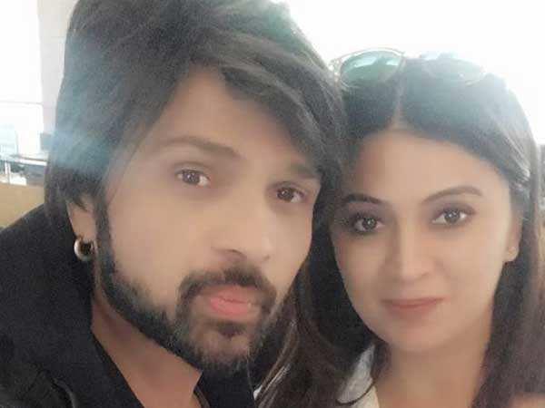 Himesh Reshammiya to tie the knot with girlfriend Sonia Kapoor