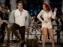 Salman & Jacqueline's sizzling chemistry in Hiriye cannot be missed!