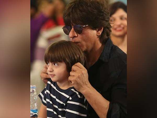 Shah Rukh Khan and AbRam Khan leave Mumbai for their London vacay