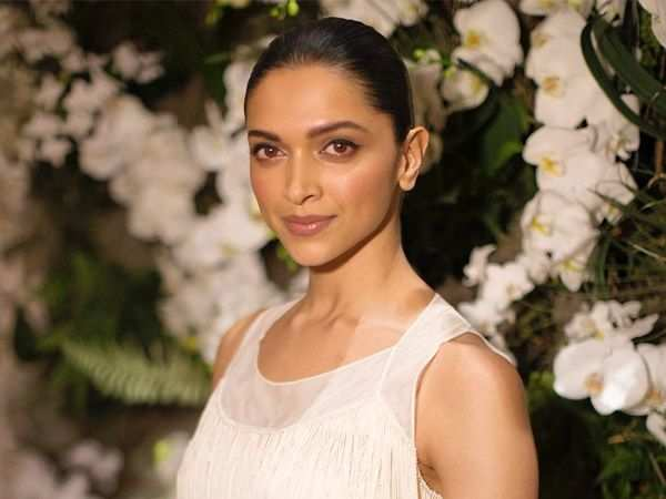 Deepika Padukone to play an acid attack survivor in Meghna Gulzar's next