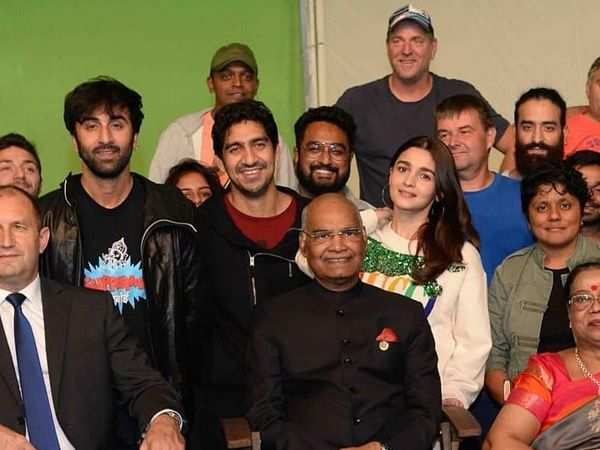 Ranbir Kapoor and Alia Bhatt get clicked with the President of India
