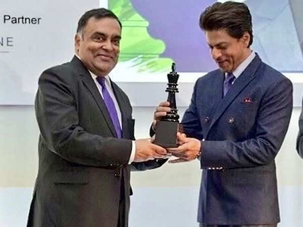 Shah Rukh Khan gets felicitated with the Game Changer Award