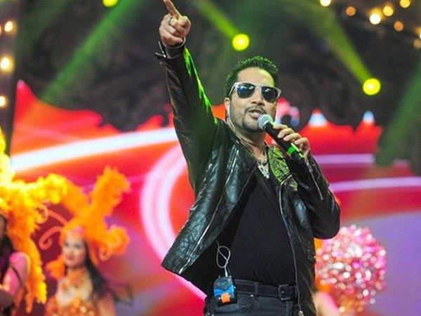 Mika Singh banned by AICWA for performing in Pakistan