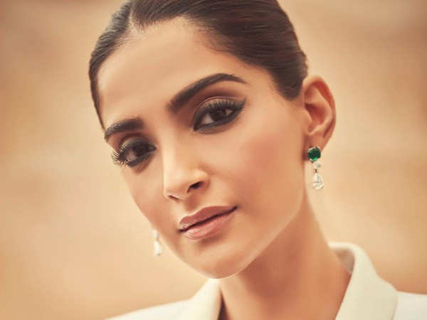 Sonam Kapoor lashes back at trolls after being told to 'shift to Pakistan'