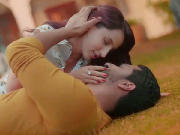 Vicky Kaushal & Nora Fatehi showcase their sizzling chemistry in Pachtaoge