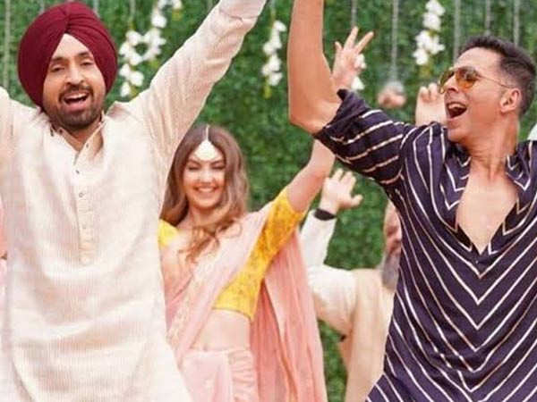 Akshay Kumar and Diljit Dosanjh share a video of experiencing labour pain