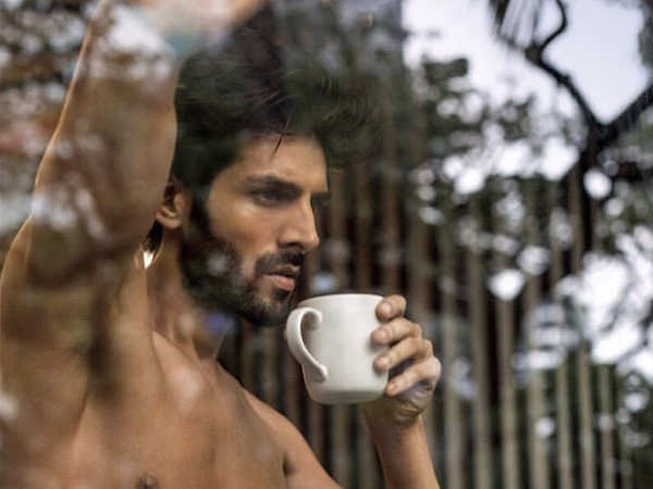 Kartik Aaryan faces wrath of the trolls over fake abs controversy in a new commercial