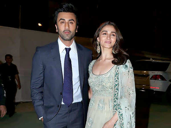 Lovebirds Ranbir Kapoor and Alia Bhatt planning to tie the knot in Kashmir?