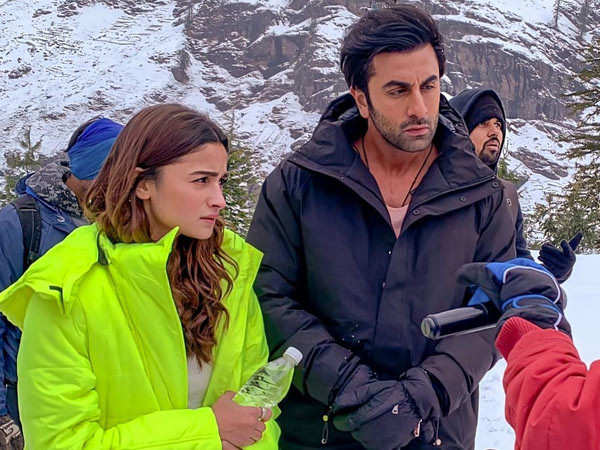 Ranbir Kapoor and Alia Bhatt shoot for a song in Manali