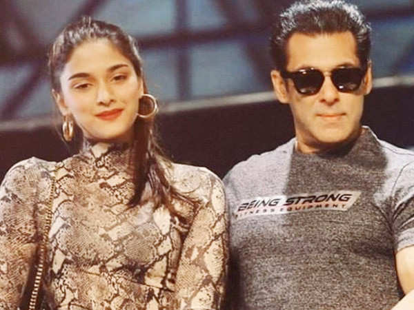 Read all about debutant Saiee Manjrekar's meeting with Salman Khan
