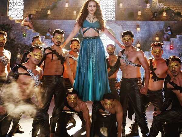 Sonakshi Sinha shares her stunning look from Total Dhamaal's Mungda
