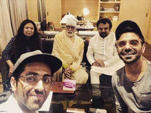 Amitabh Bachchan poses with the Khurranas post the wrap of Gulabo Sitabo