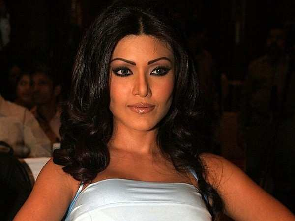 Bollywood actress Koena Mitra gets six months in jail in cheque bouncing case