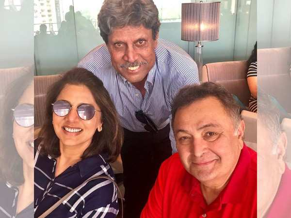 Check out Rishi Kapoor and Neetu Kapoor's selfie with Kapil Dev