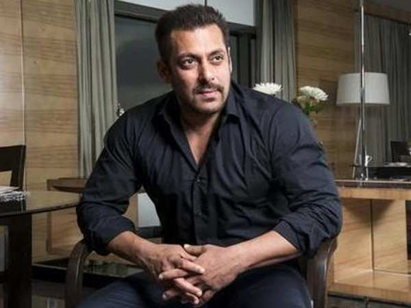 Salman Khan helps out his co-star from Dabangg 3