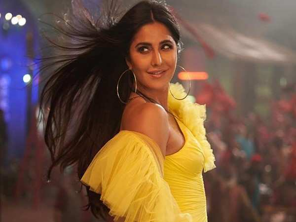 This video of Katrina Kaif dealing with a crazy fan is winning the internet