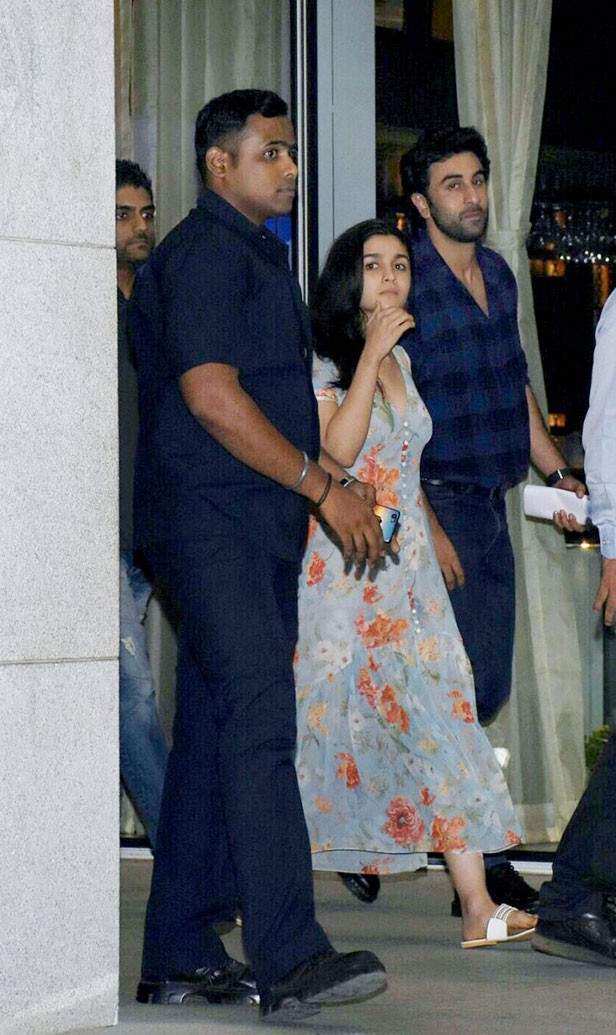 Latest pictures of Ranbir Kapoor and Alia Bhatt from Varanasi