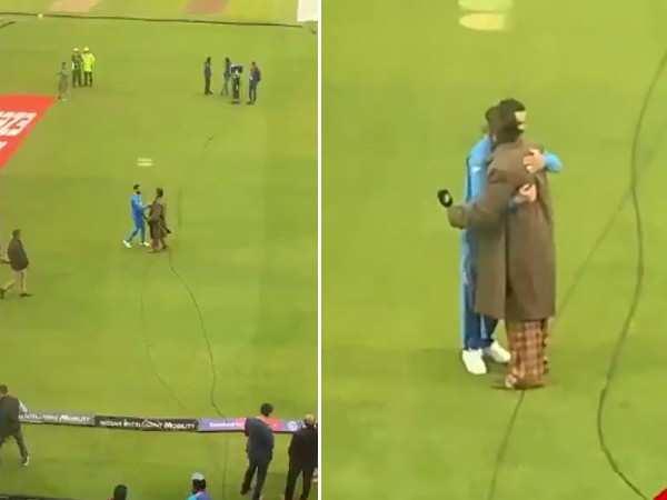 Ranveer Singh hugs Virat Kohli after India's world cup victory against Pakistan