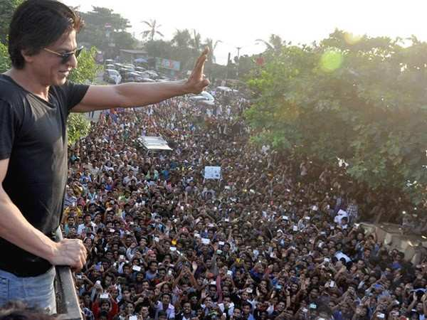 Fans pour in their love as Shah Rukh Khan completes 27 years in Bollywood
