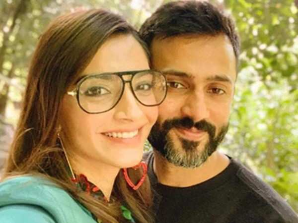Sonam Kapoor and Anand Ahuja are having a blast in Tokyo