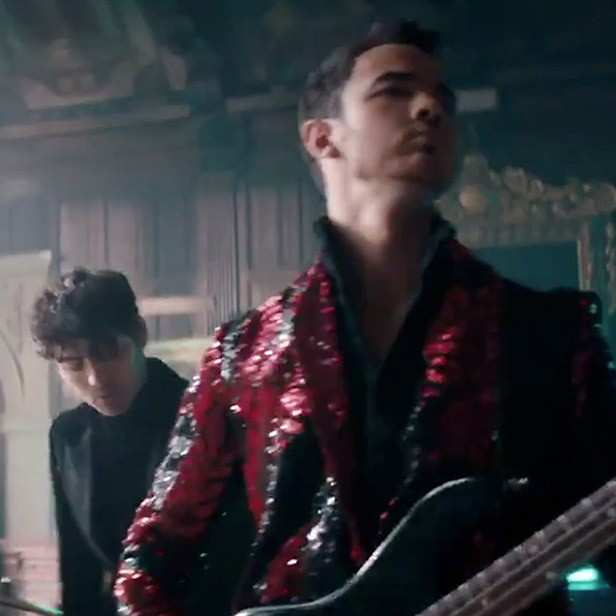 Priyanka Chopra features in the comeback track of The Jonas Brothers