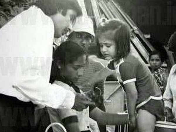 Amitabh Bachchan shares a throwback picture of baby Kareena Kapoor Khan