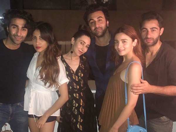 Ranbir Kapoor and Alia Bhatt hang out with the Kapoor clan