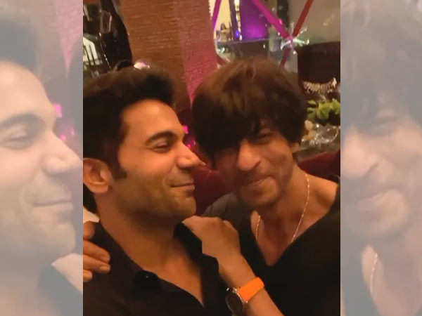 This video of Shah Rukh Khan saying a dialogue from Stree is gold