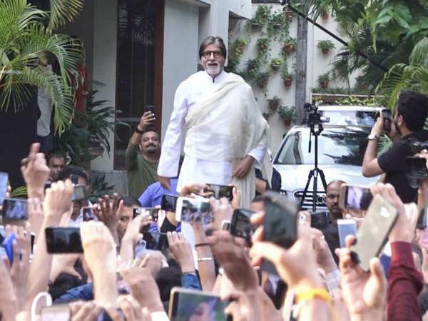 Amitabh Bachchan apologises for skipping his regular Sunday fan meet
