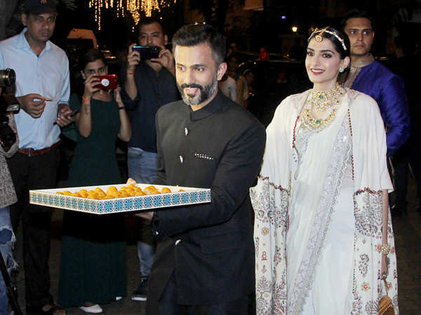 Check out this video of Anand Ahuja distributing sweets to paparazzi on Diwali