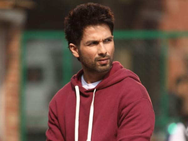 Nowadays I get nervous if I have to go for an award show. - Shahid Kapoor