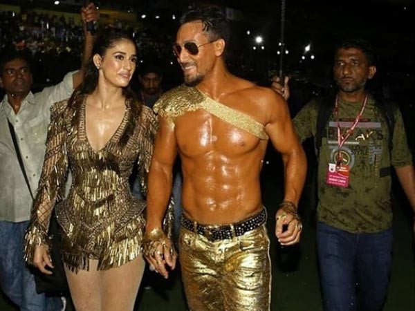 Tiger Shroff and Disha Patani perform at the Indian Super League